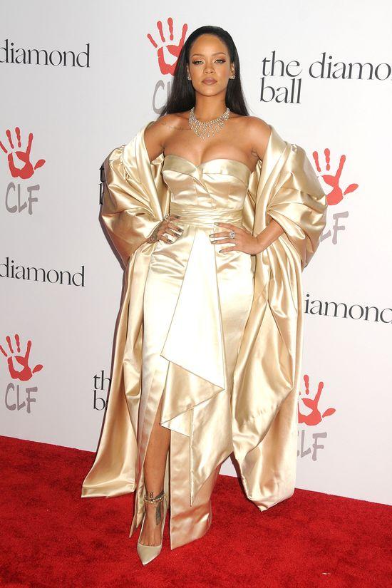 Rihanna por�wnywana do... Jezusa?! Internet oszala� na punkcie tych zdj��!