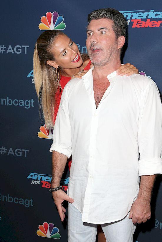 Czy Simon Cowell pokazał... penisa i ośmieszył uczestniczkę?! (VIDEO)