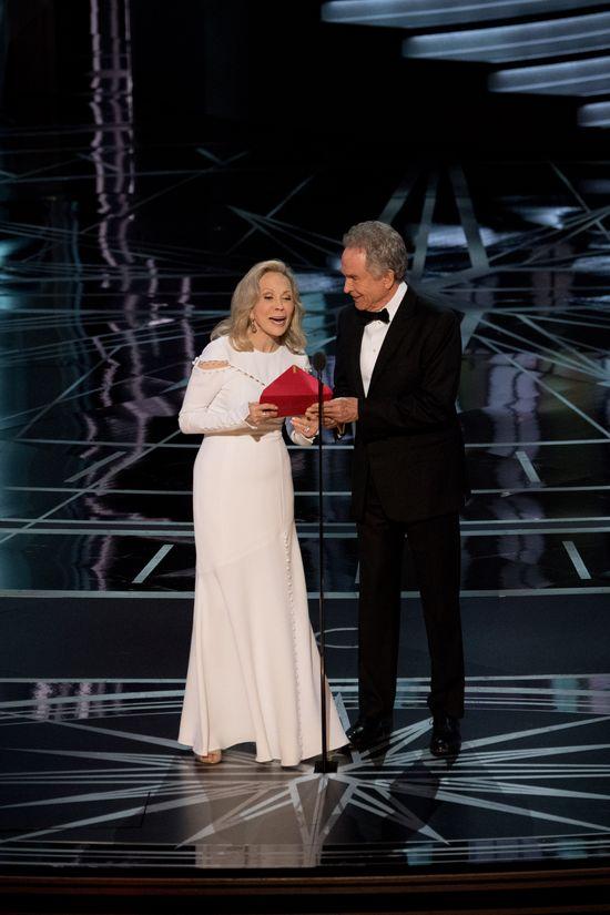 Oscary 2017: Emma Stone reaguje na wpadkę Warrena Beatty'ego!
