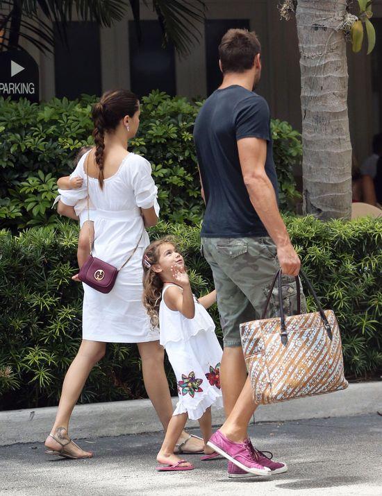 Adriana Lima lunch jada z rodzinką (FOTO)