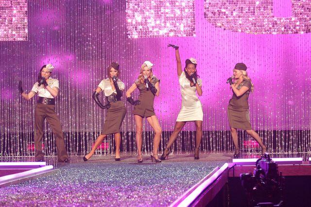 Spice Girls występują na pokazie Victoria's Secret