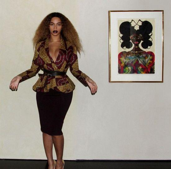 Beyonce w kręconych włosach