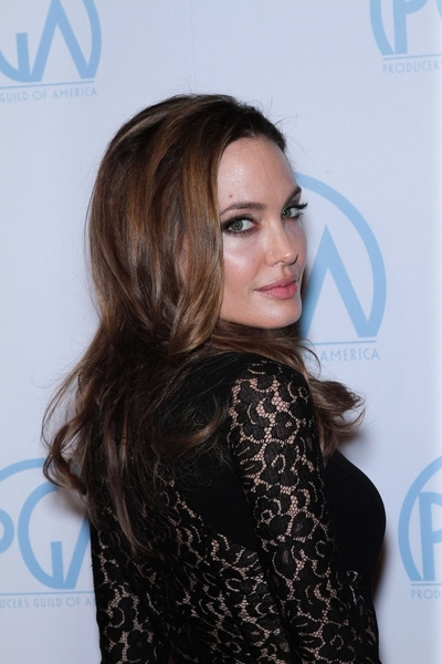 Angelina Jolie - seksowna i mroczna