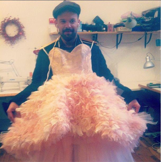 Michał Piróg postanawia chodzić w sukienkach