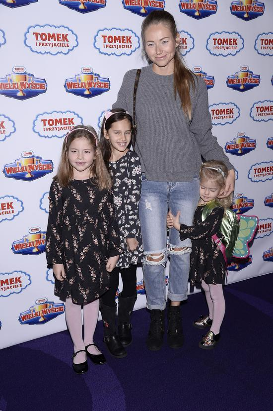 Agata Rubik z córkami na premierze (FOTO)