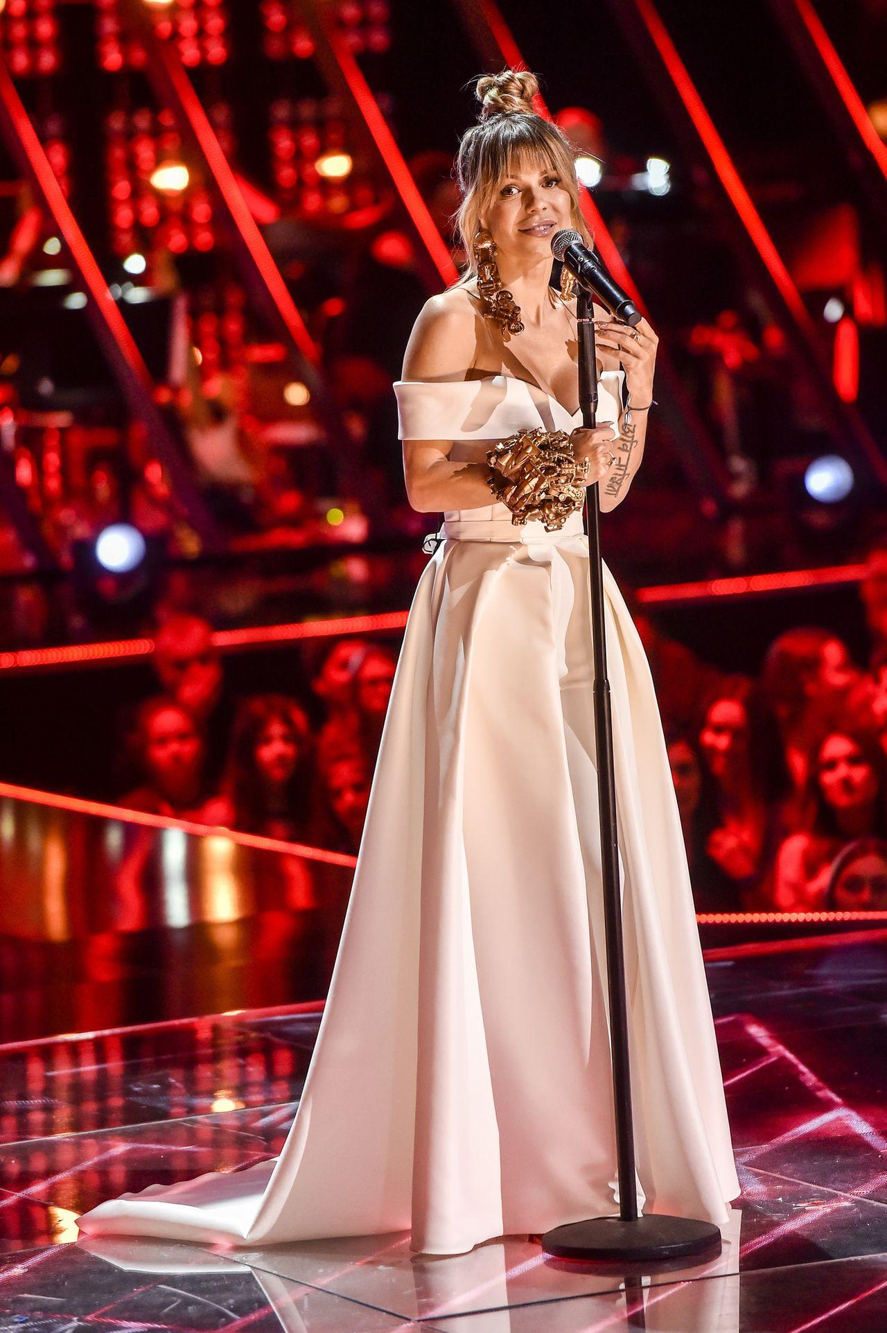 Doda w finale The Voice w długiej, białej sukni zaśpiewała nowy singiel ZDJĘCIA