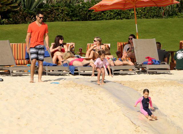 Jessica Alba - plażowej sielanki ciąg dalszy (FOTO)