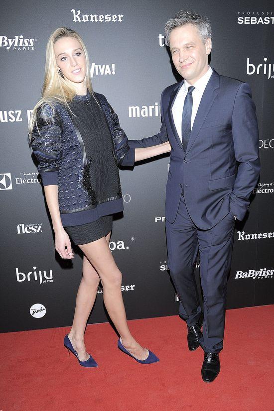 Micha� �ebrowski z w�asn� modelk� na pokazie mody (FOTO)