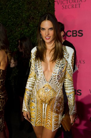 Alessandra Ambrosio wyjdzie na wybieg z ciążowym brzuszkiem