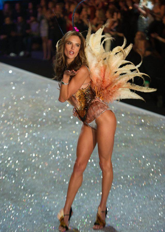 Alessandra Ambrosio szczerze o swojej figurze po ciążach