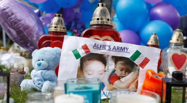 Niezwykły gest ludzi po śmierci małego Alfiego (ZDJĘCIA)