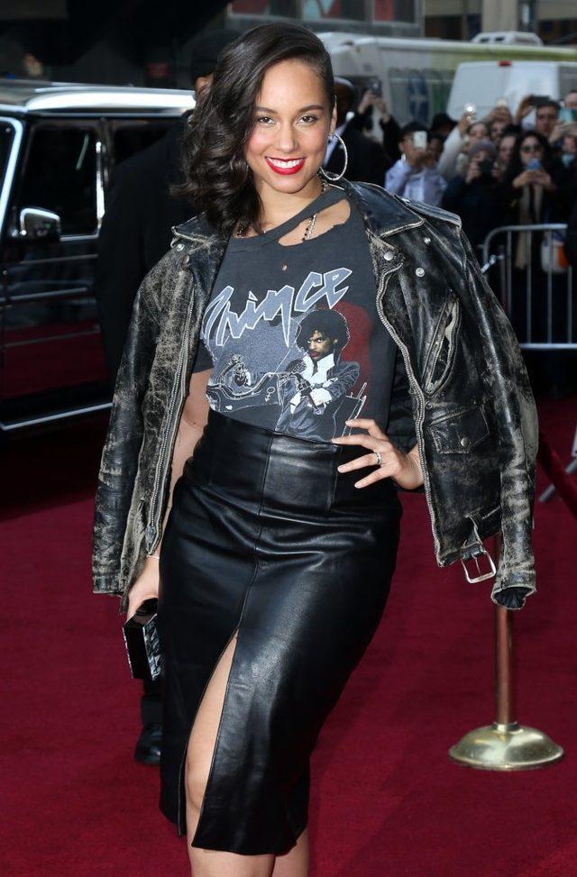 Alicia Keys dotrzymała słowa - nie maluje się nawet na scenę (FOTO)