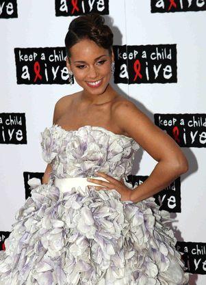 Alicia Keys wie, jak tuszować ciążowy brzuszek (FOTO)
