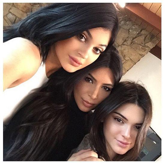 Khloe Kardashian staje w obronie młodszej siostry