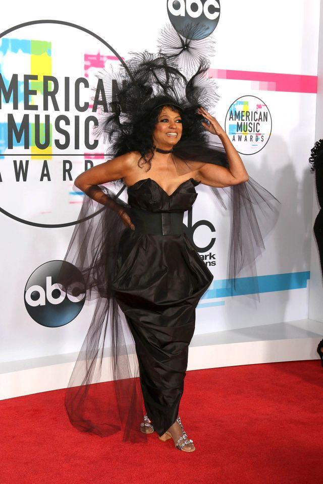 American Music Awards - kreacje gwiazd na czerwonym dywanie (ZDJĘCIA)