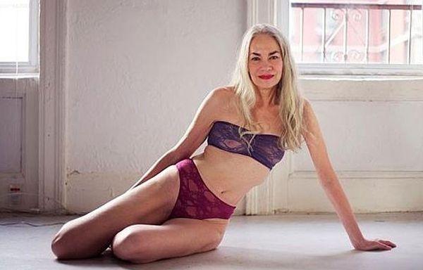 62-letnia Jackie O'Shaughnessy reklamuje bielizn� (FOTO)