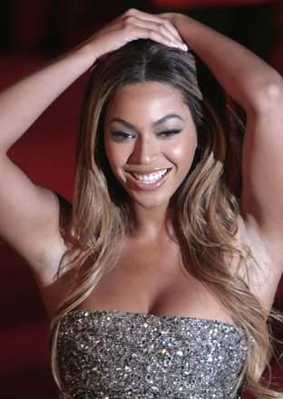 Beyonce i Rihanna w bikini