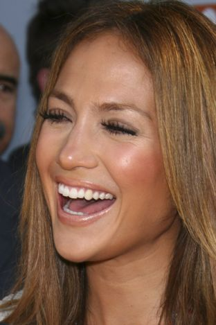 Jennifer Lopez w bieli