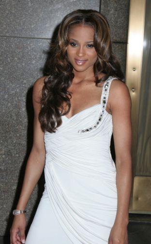 Ciara elegancko i na luzie (FOTO)