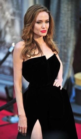 Angelina Jolie zagra czarownicę!