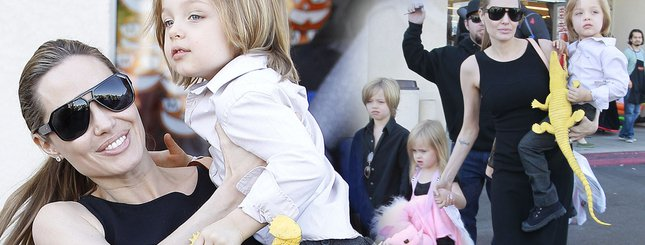 Angelina Jolie kupuje z dziećmi kostiumy na Halloween