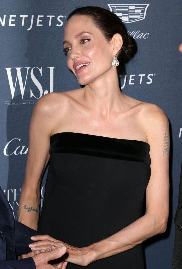 Angelina Jolie zabija głód w prosty i bardzo niezdrowy sposób