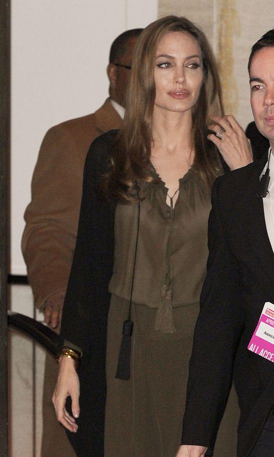 Angelina Jolie uwielbia workowate sukienki (FOTO)