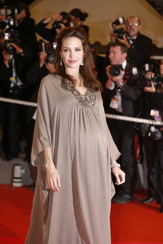 Asystentka Angeliny będzie rodzić razem z nią