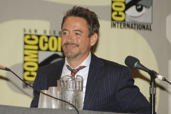 Downey Jr. zabawiał się z koleżankami z planu