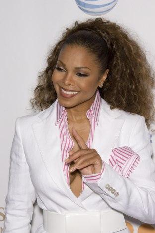 Janet Jackson uchyla rąbka... (FOTO)