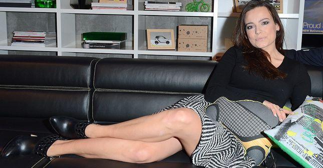 Anna Mucha rozkłada się na sofie (FOTO)