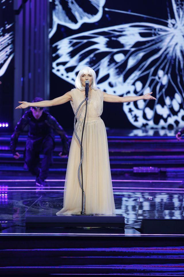 Na scenie w Sopocie 37-letnia gwiazda błysnęła pośladkami (ZDJĘCIA)