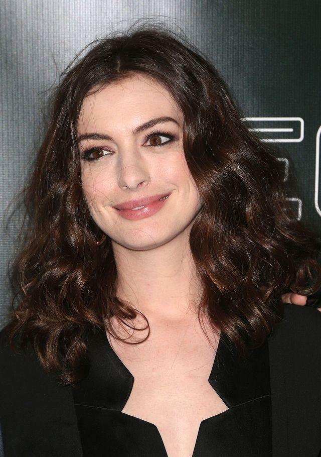 Znajomy Anne Hathaway: Powinna rozluźnić poślady...