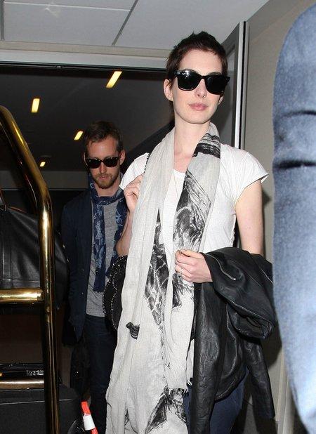 Anne Hathaway wychodzi za m��!