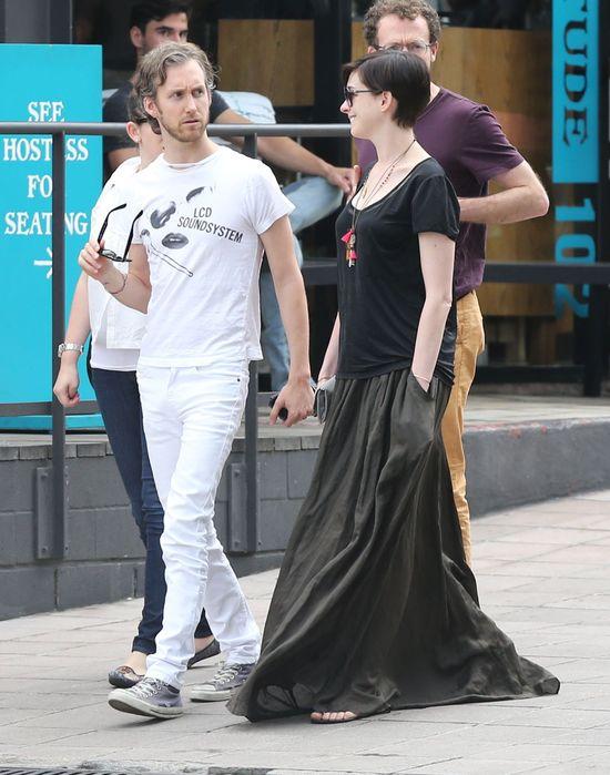 Styl Anne Hathaway schodzi na psy... (FOTO)
