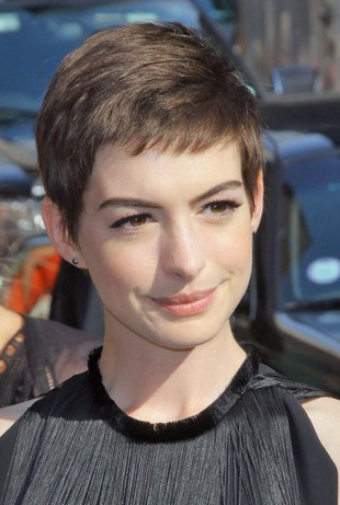 Anne Hathaway: Po obcięciu włosów płakałam jak histeryczka