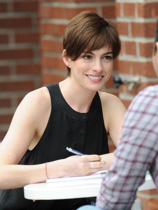 Anna Hathaway wróciła do brązu (FOTO)