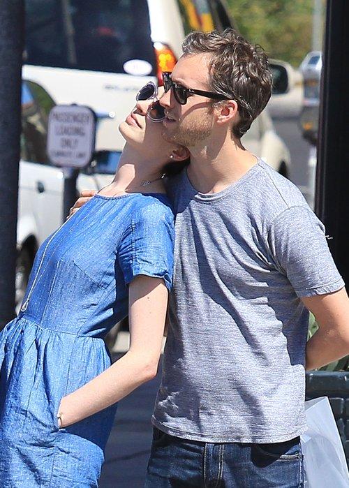 Anne Hathaway może się już nacieszyć narzeczonym (FOTO)