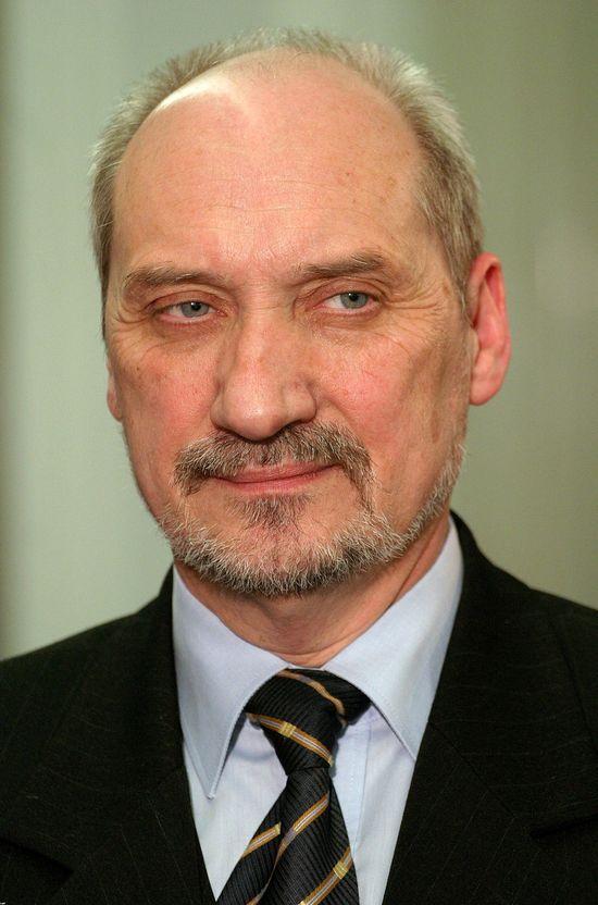 20-letni Edmund Janninger został doradcą Macierewicza