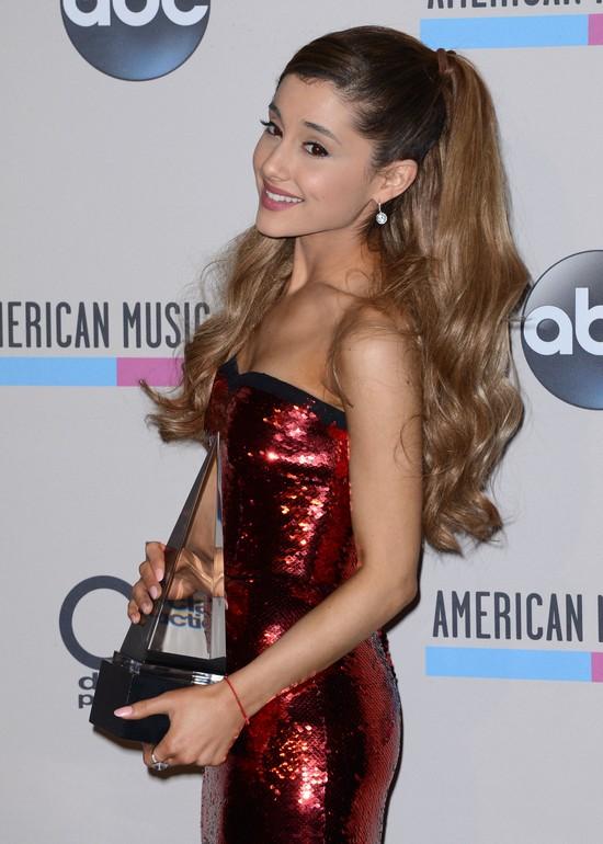Jak kiedyś wyglądała Ariana Grande? (FOTO)