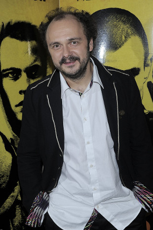 Arkadiusz Jakubik w teledysku rozebrany do majtek (VIDEO)