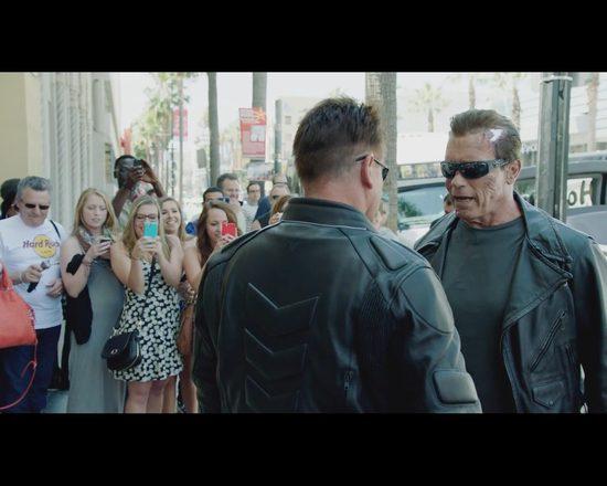 Żywy Terminator zamiast figury woskowej straszył ludzi VIDEO