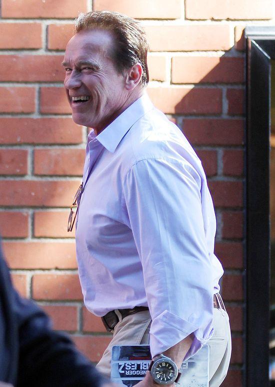 Schwarzenegger o pie**niu na oczach innych...