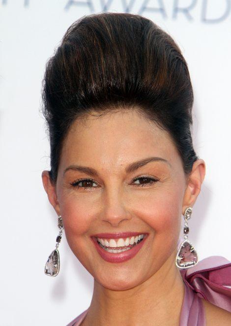 Straszna fryzura Ashley Judd (FOTO)