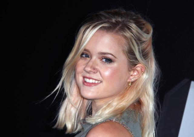16-letnia c�rka Reese Witherspoon debiutuje sama na �ciance (FOTO)