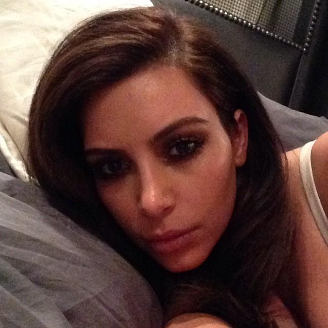 Co robi Kim Kardashian w czasie Super Bowl?