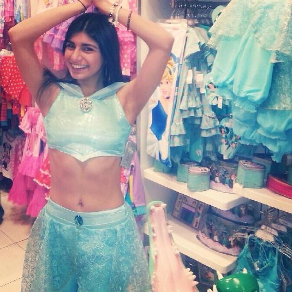 Porno-gwiazda Mia Khalifa przed operacj� piersi (FOTO)