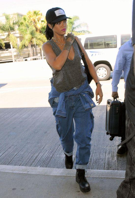 Rihanna w bojówkach i bez stanika