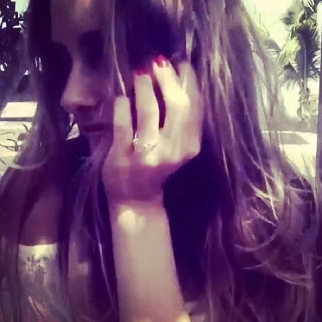 Olivia Palermo nie zdejmuje swojego wielkiego pierścionka