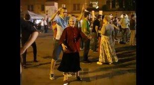 babcia tańczy